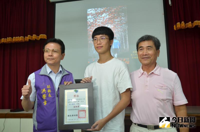 ▲2020愛在二林木棉花季攝影比賽,二林鎮公所舉辦頒獎典禮,年僅20歲的二林子弟莊瑋翔勇奪金牌。(圖/記者陳雅芳攝,2020.05.22)