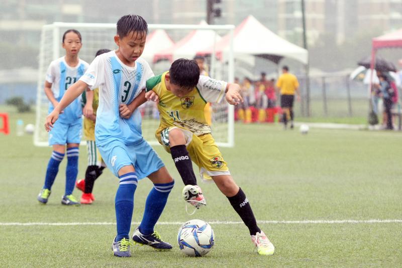 足球/國小足球世界盃全國賽 風雨中奮戰求勝拚晉級