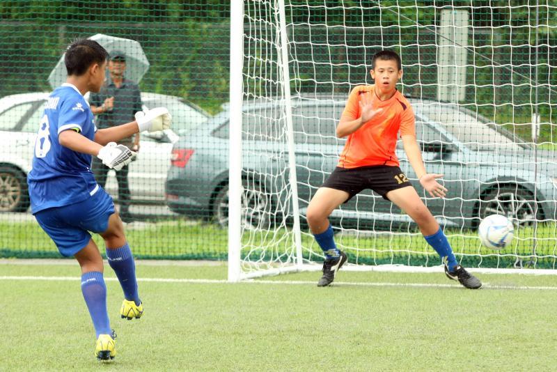 ▲「第一屆國民小學世界盃全國足球賽」,台東寧埔國小(右)在PK賽中飲恨敗北。(圖/迷你足球協會提供)