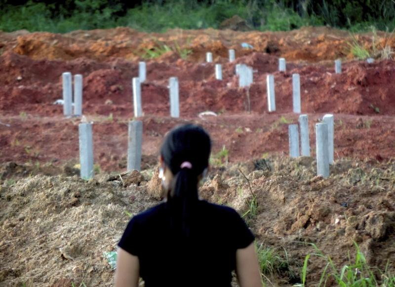 ▲世衛上月 22 日曾表示,南美已成為新冠肺炎疫情的新中心,其中又以巴西的狀況最讓人擔心。圖為近日巴西伯南布哥州 1 處為新冠肺炎死者蓋造的墓地。(圖/美聯社/達志影像)