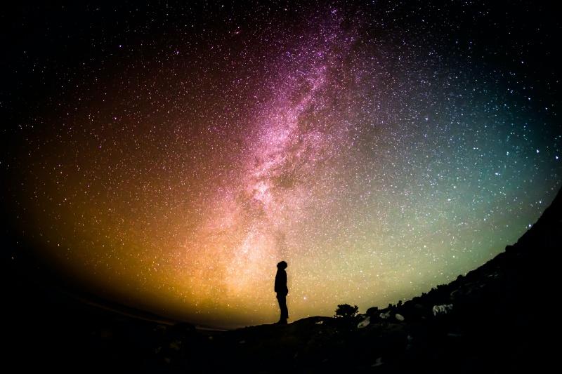 ▲在我們身處的宇宙之外,是否還存在著另 1 個宇宙?示意圖。(圖/取自 Unsplash )
