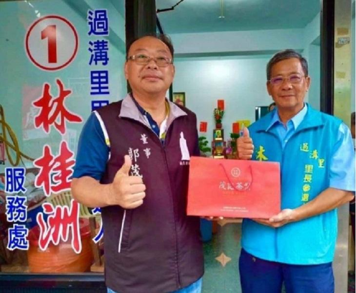 過溝里長補選,71歲林桂洲(右)以496票勝出當選。