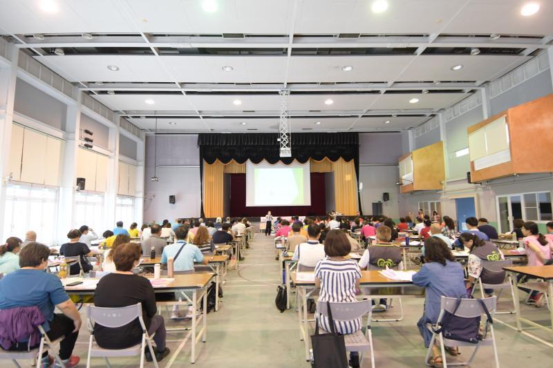 ▲王惠美主持彰化縣109年度社區發展領航培訓的開訓禮,勉勵105個學員在5個月內接受85小時培訓後,把經驗帶回去。(圖/記者陳雅芳攝,2020.05.23)