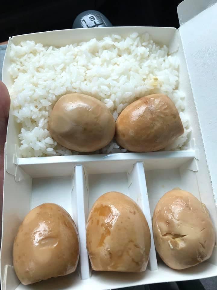 ▲滷蛋便當只有滷蛋與白飯。(圖/翻攝自爆廢公社二館)