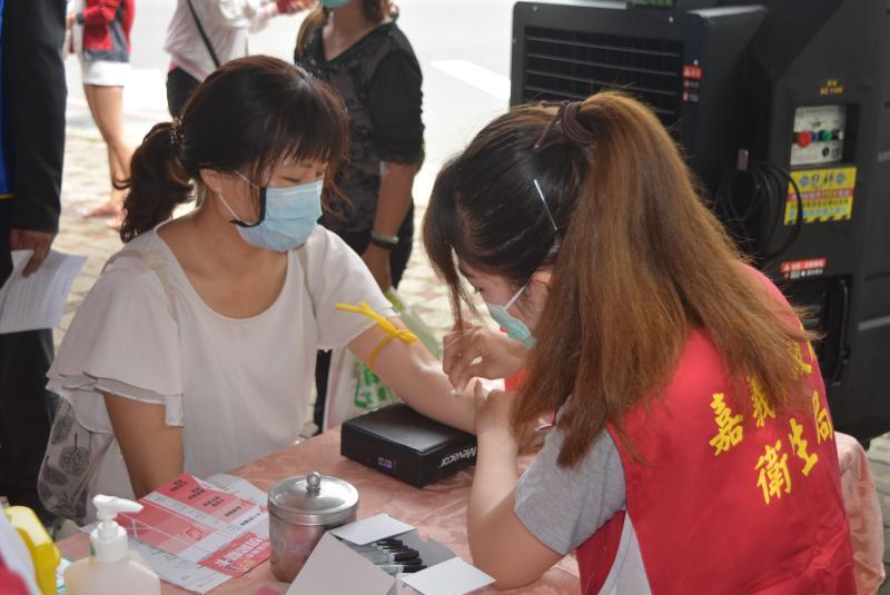 ▲參與C肝聯合篩檢活動的民眾。(圖/記者郭政隆攝影2020.5.24)
