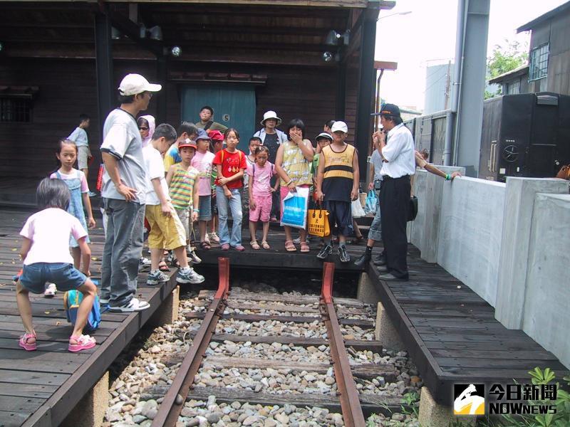 ▲彰化縣知名的旅遊景點「扇形車庫」每逢例假日及國定假日時,參觀遊客甚多。(資料照