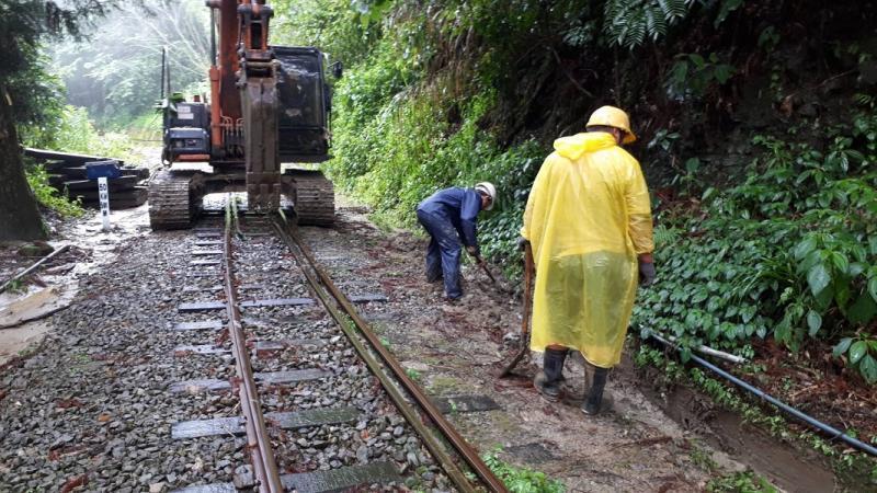 冒雨搶修 阿里山林鐵25日恢復嘉義行駛至十字路