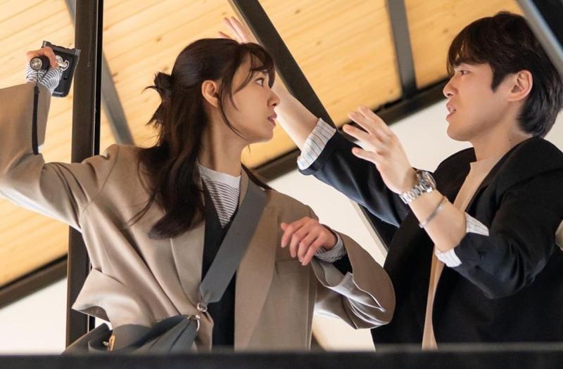 ▲徐智慧(左)跟金正賢在新戲中飾演情侶。(圖/MBC Twitter)