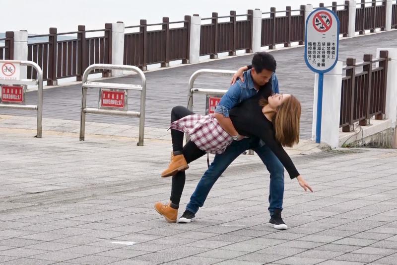 ▲李宣榕(左)、王建復跳雙人舞。(圖