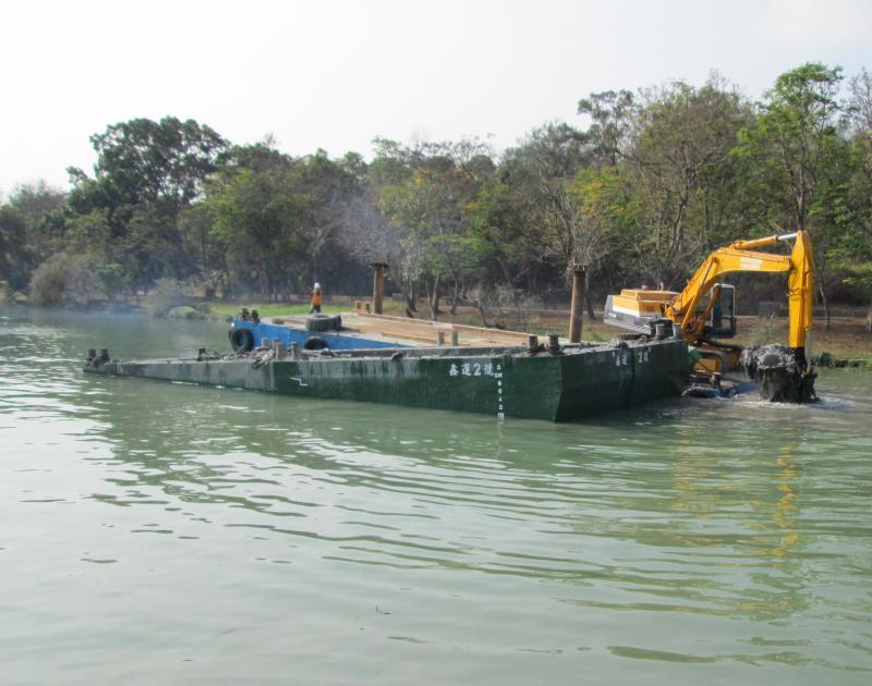 ▲澄清湖水庫積極清淤,以增加庫容量,穩定高雄地區供水能力。(圖/記者黃守作攝)