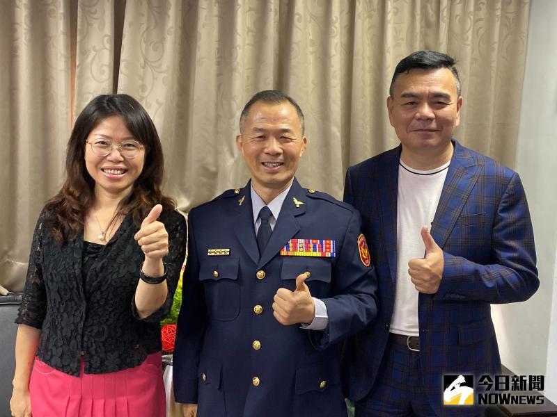▲新任交通隊長林世明布達上任,義交夥伴送上祝賀。(圖/記者陳雅芳攝,2020.05.25)