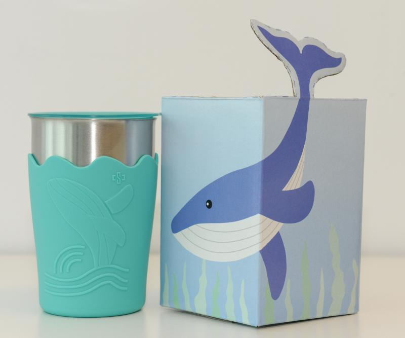 ▲中鋼公司股東會紀念品為鯨彩都繪抗菌鋼杯。(圖/中鋼提供)