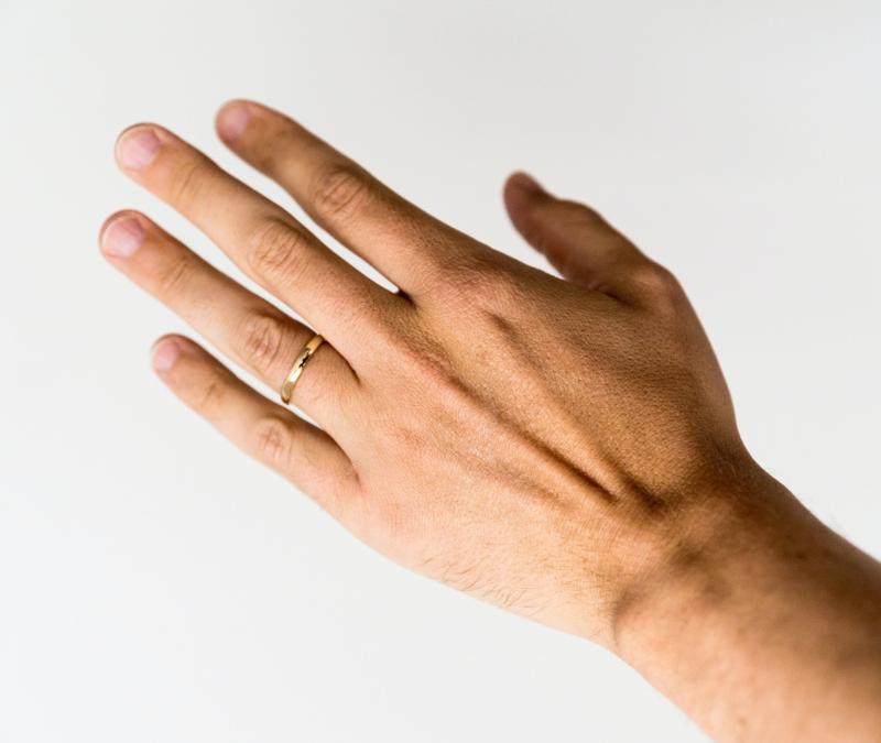 ▲英國生物學家認為男性無名指長度與染新冠肺炎死亡風險有關。(示意圖/取自Unsplash)