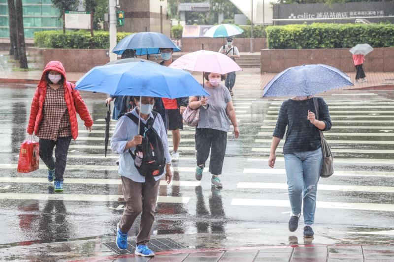氣象局發布15縣市大雨特報