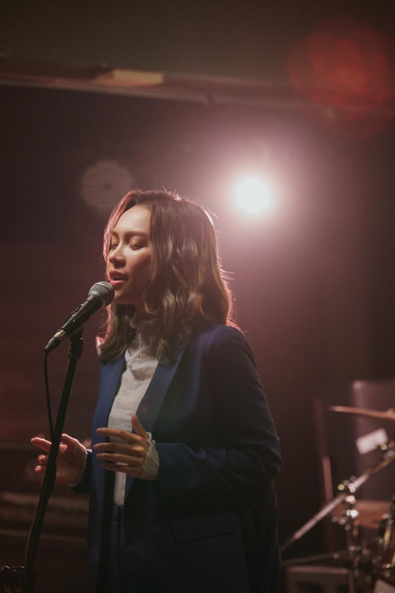 ▲林采欣的新歌,是描寫16歲入歌壇到現在的心境轉變。(圖/華納音樂提供)