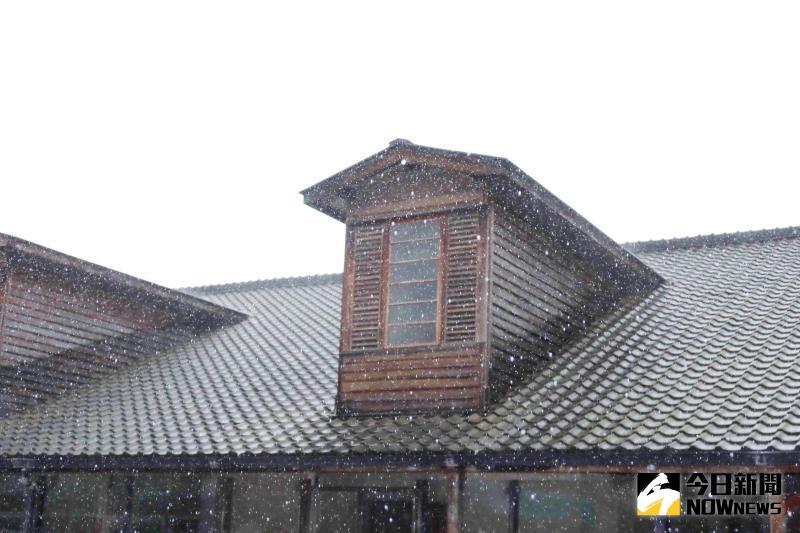 ▲特殊的「老虎窗」設計,成為當地地標,更具備登錄為歷史建築。(圖/記者陳雅芳攝,2020.05.27)