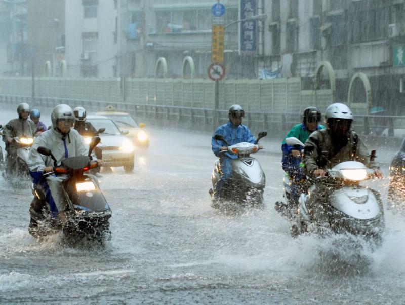 梅雨鋒面續炸全台!彭啟明:週五雨勢開始緩和
