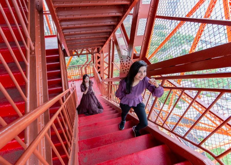 ▲重新開放後要到東京鐵塔觀景台得先爬上約六百層的階梯。(圖/翻攝自東京鐵塔官方推特)