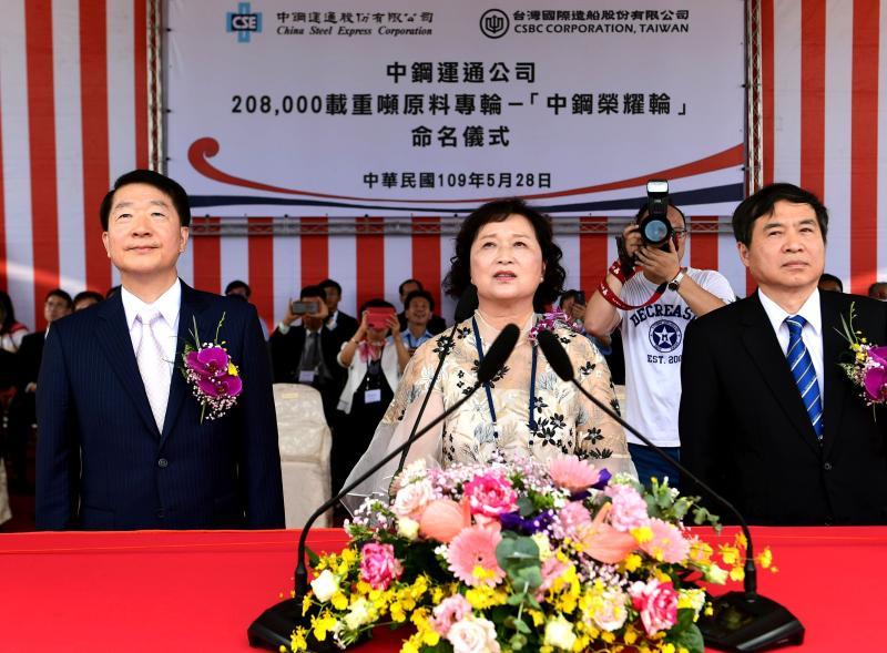 ▲台灣國際造船公司為中鋼運通公司訂造208,000載重噸原料專輪命名為中鋼榮耀輪。(圖/記者黃守作攝,2020.05.28)