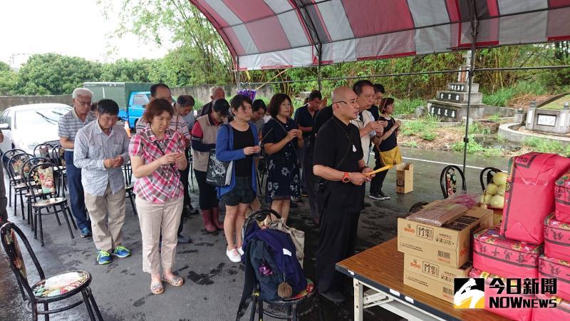 ▲彰化榮家為127位早年亡故在臺榮民舉行啟攢遷葬祭禱法會。(圖/記者陳雅芳攝,2020.05.28)