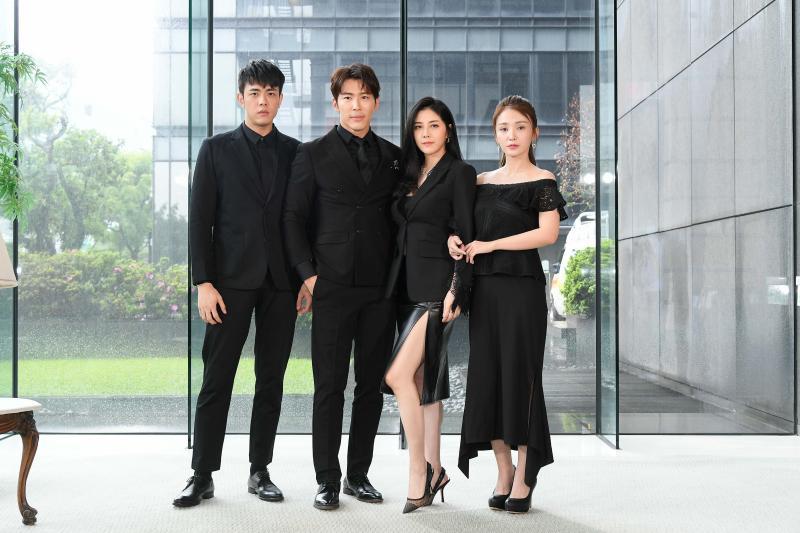 ▲(左起)李家慶、黃少祺、韓瑜、陳子玄,是劇中顏值最高的家庭。(圖/三立電視)
