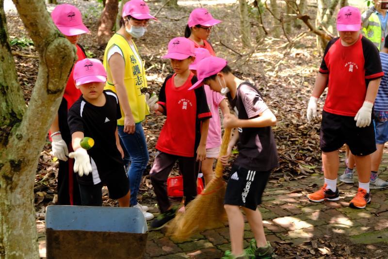 ▲復興國小學童等,透過活動回饋社會,讓環保、教育與生活相結合。(圖/記者蘇榮泉攝,2020.05.29)