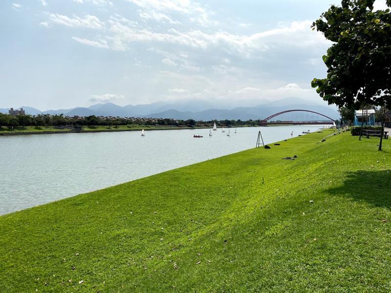 宜蘭縣的冬山河景色優美媲美國外知名景點