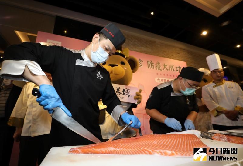 ▲台中潮港城國際美食會館位於魚市場樓上,每天海鮮食材直送,品質控與新鮮度成了金字招牌,最受消費者喜愛。(圖/金武鳳攝,2020.5.30)