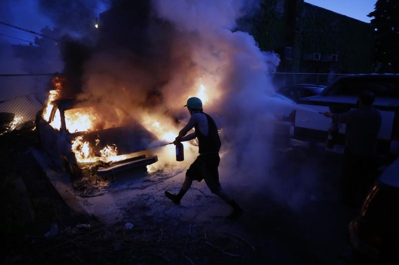 非裔男之死全美燒!<b>CNN亞特蘭大總部</b>被砸 白宮一度封鎖