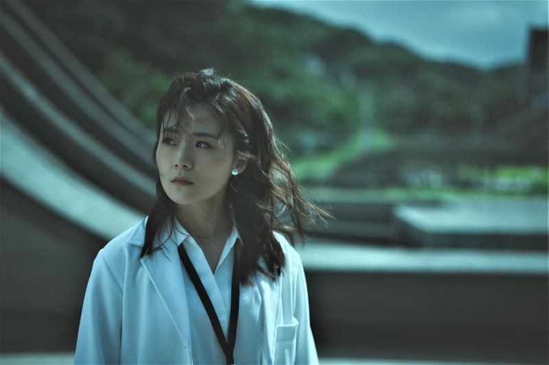 ▲楊小黎飾演醫護團醫生宜君。(圖/答人文創)