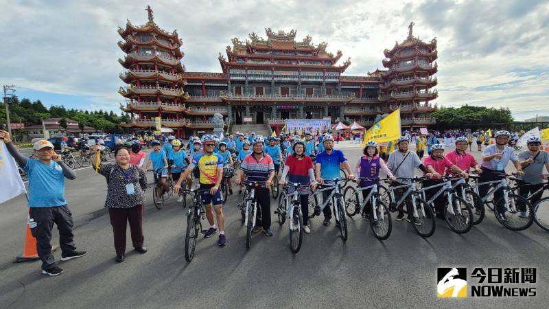 ▲彰化縣長王惠美為自行車活動鳴槍。(圖/記者陳雅芳攝,2020.05.30)