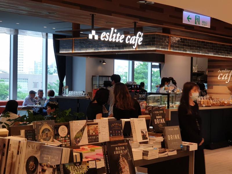 ▲誠品24小時書店將由信義店接手,旗下咖啡品牌也換新菜單進駐。(圖/記者許家禎攝)