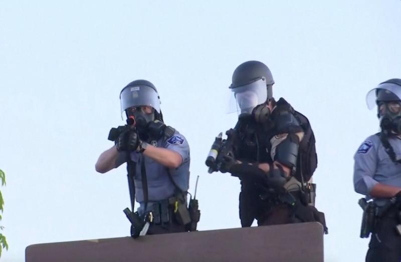 全美17城近1400人被逮捕 路透職員遭警「橡膠子彈」擊中