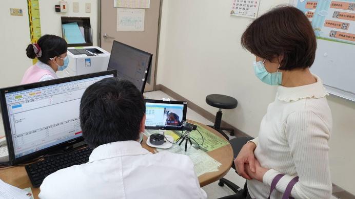 ▲ 三軍總醫院與遠東醫電科技合作導入健康雲服務平台,讓病患在家也能接受醫護團隊無微不至的照護。(三軍總醫院提供)