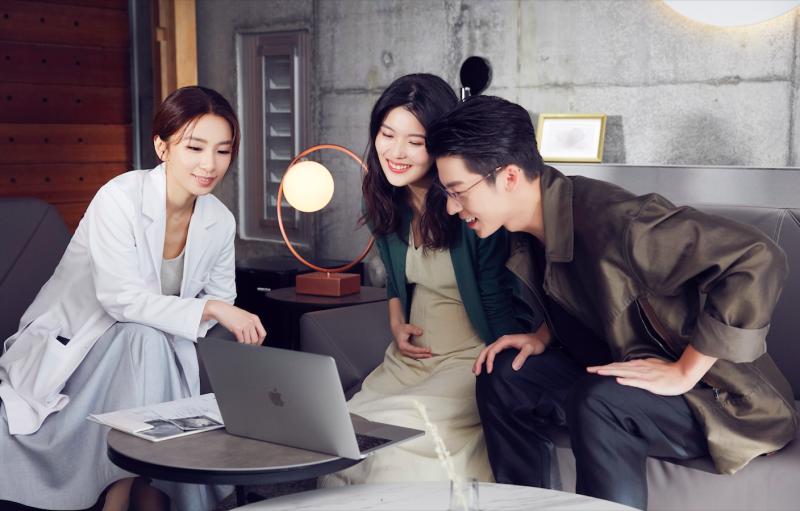▲田馥甄(左)在〈懸日〉MV中,與許光漢是前任情人關係。(圖/何樂音樂提供)