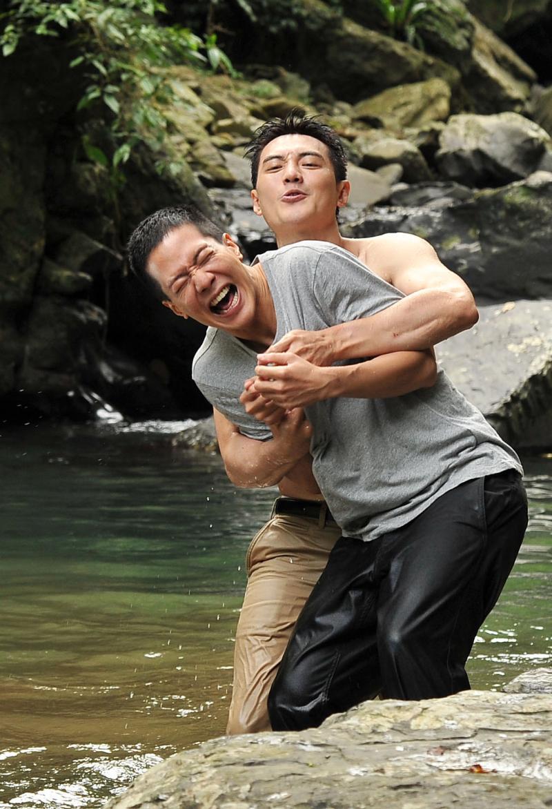 ▲方大緯、薛仕凌(右)拍攝當下非常冷。(圖