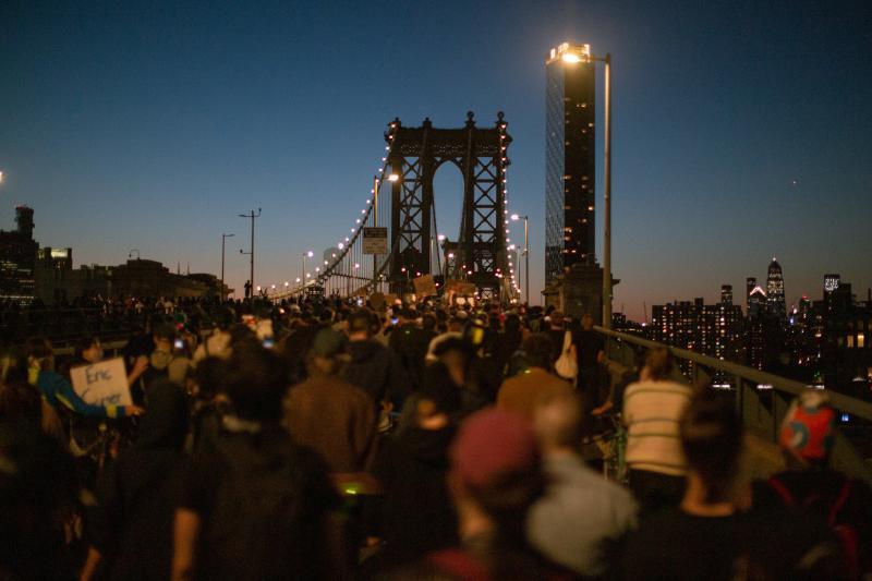 抗議失控!紐約市急封曼哈頓大橋 市長女兒也被逮捕