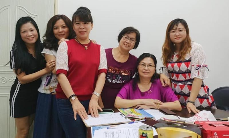 ▲真善美協會長莊美玲率姊妹淘熱心投入公益活動。(圖/記者蘇榮泉攝,2020.06.01)