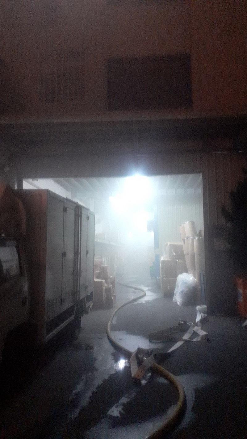 台中廣得利膠囊公司半夜冒濃煙 膠囊倉庫悶燒起火