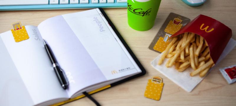 ▲暖心磁鐵書籤放在筆記上也是一種療癒的點綴,看著它發呆一整天也開心。(圖/資料照片)