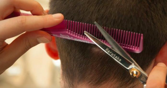 <b>百元</b>剪髮靠便宜屹立不搖?答案一面倒曝致命關鍵:差太多