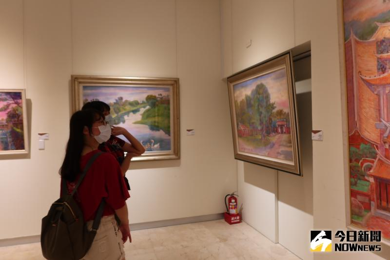 ▲唐雙鳳,趙宗冠退休後更專注於藝術創作,夫妻兩人都高齡86歲,仍不間斷創作,油畫及膠彩畫作品非常豐富。(圖/記者陳雅芳攝,2020.06.03)