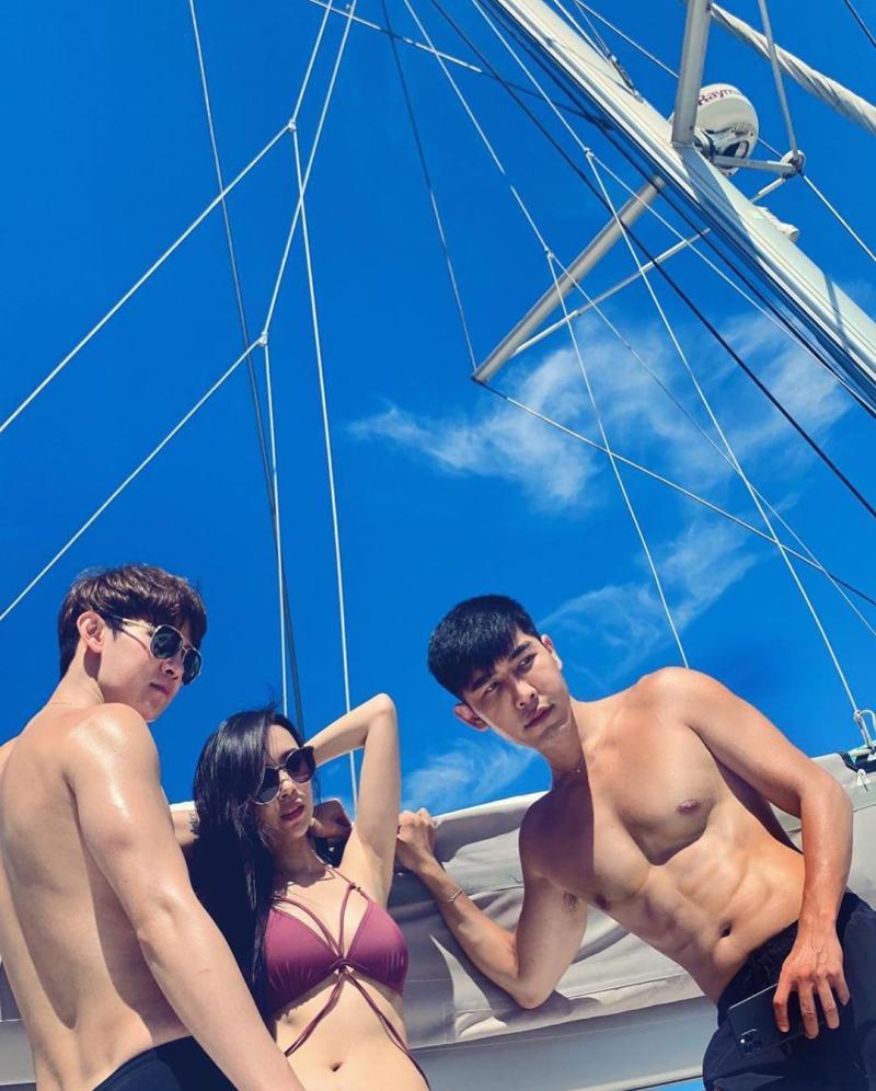 ▲茵因與小鮮肉們享受帆船趴。(圖/茵茵IG