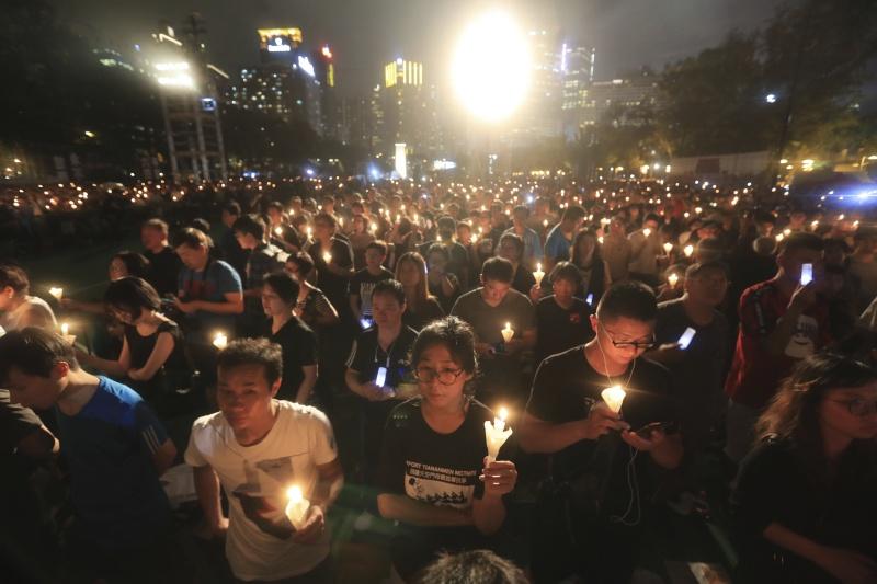 防港人大量聚集紀念六四事件 傳港警已佈署2000警力