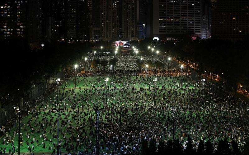 ▲香港維園六四悼念晚會。(圖/翻攝自《香港 01 》)
