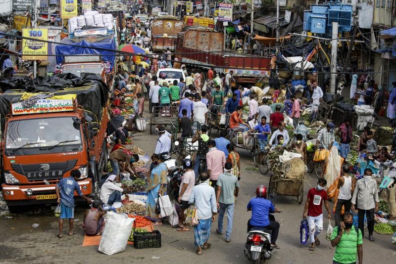 全球逾658萬染疫!印度單日暴增近萬例 貧民窟成隱患