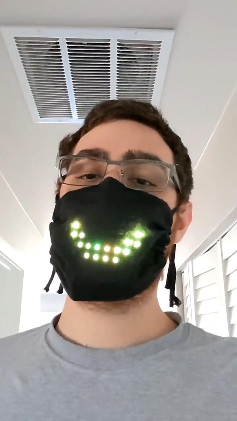 ▲網友們看完後紛紛驚訝直呼「戴著口罩也能有表情交流」。(圖/翻攝自
