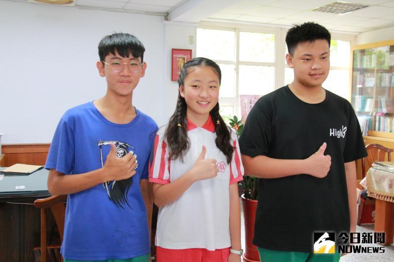 ▲大同國中楊舒涵(中)、廖涵光(右)、曹晉豪(左)3人都來自非資優班,卻表現優異,令人刮目相看。(圖/記者陳雅芳攝,2020.06.05)