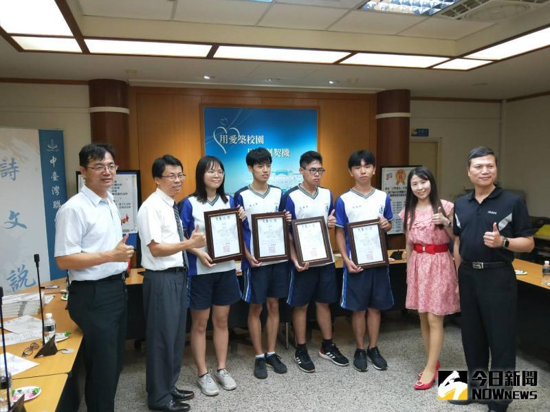 ▲第17屆中台灣聯合文學獎國立溪湖高中是大贏家,有18名學生獲獎。(圖/記者陳雅芳攝,2020.06.05)