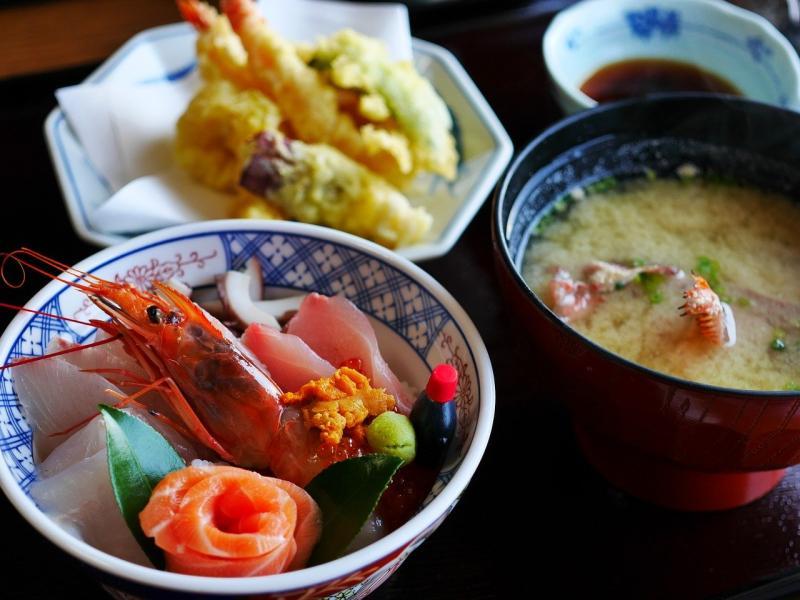 日式定食憑直覺先吃哪一樣?測出你是「窮鬼or富翁」的命